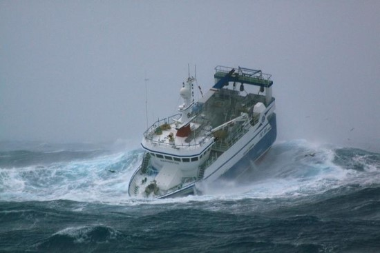 Ship caught in the rough sea of New Zealand | Amazing ezone