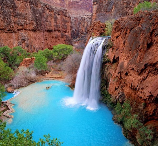Spectacular-water-falls