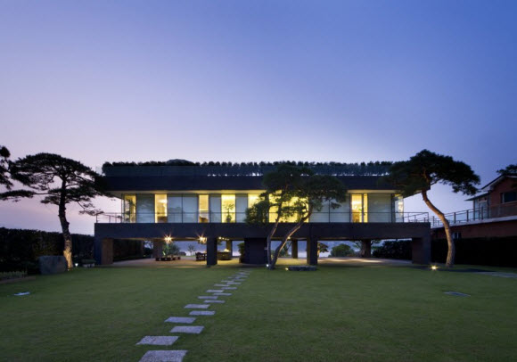 Floating House by Hyunjoon Yoo Architects in South Korea