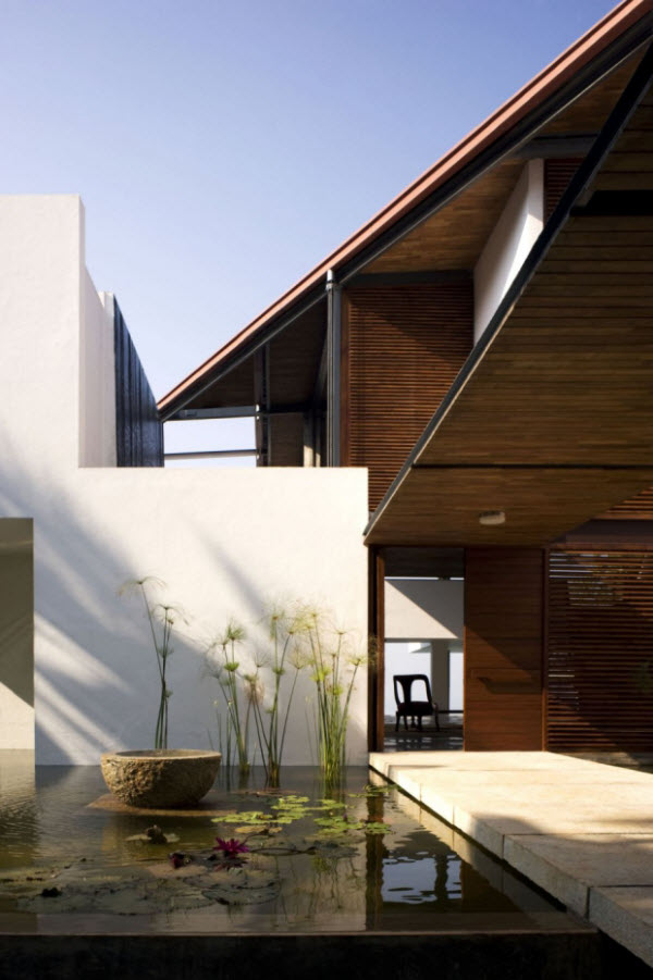 Spectacular Cliff House by Khosla Associates in India