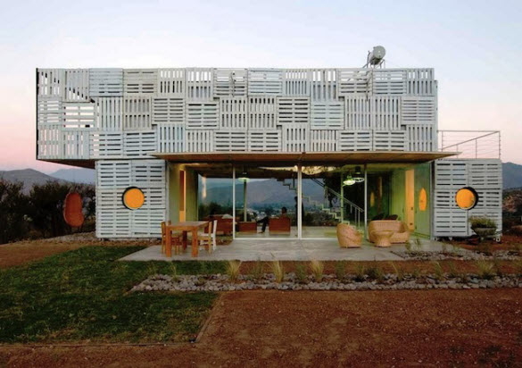 Prefabricated Manifesto House Made of Pallets by James and Mau in Chile